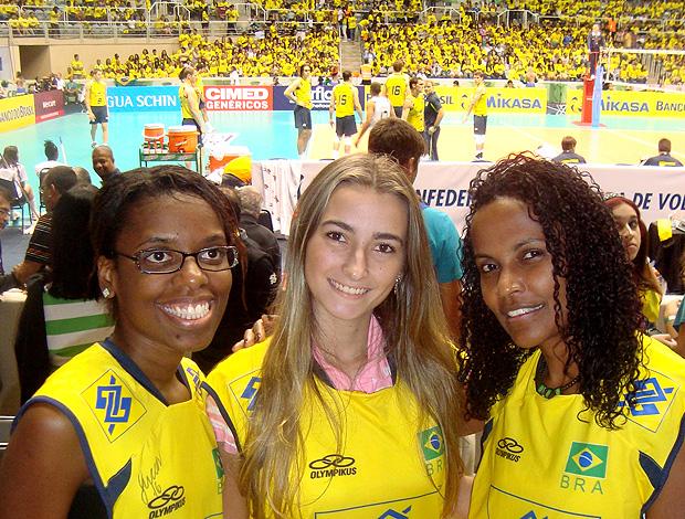 Vendedoras promoção Liga Mundial Brasil x Polônia (Foto: Divulgação)