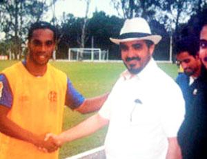 Ronaldinho Gaúcho e Sheik do Al Sharjah (Foto: Divulgação)