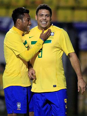 pacaembu  despedida ronaldo brasil x romênia robinho (Foto: Agência Reuters)