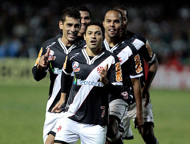 Eder Luis gol Vasco x Coritiba (Foto: Ag. Estado)