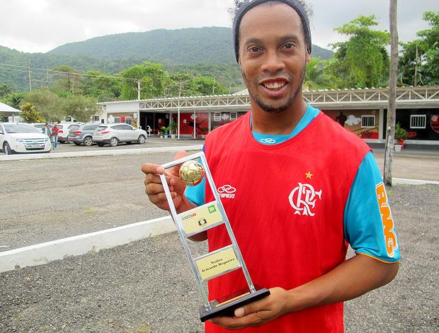 ronaldinho gaucho flamengo troféu armando nogueira globoesporte.com (Foto: Janir Júnior / Globoesporte.com)
