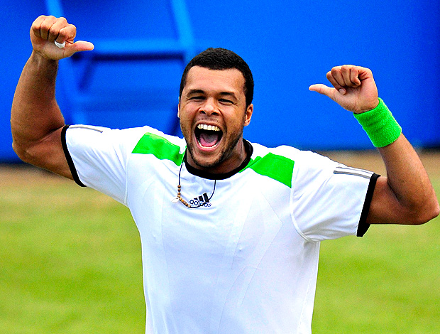 Tsonga comemora vit&#243;ria sobre Nadal (Foto: Reuters)