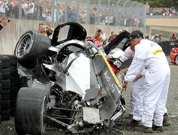 Allan McNish sofre acidente nas 24 horas de LeMans (Foto: AP)