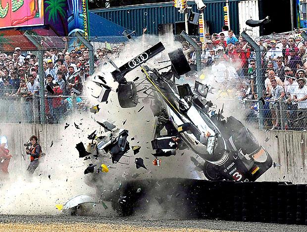 Allan McNish sofre acidente nas 24 horas de LeMans (Foto: EFE)