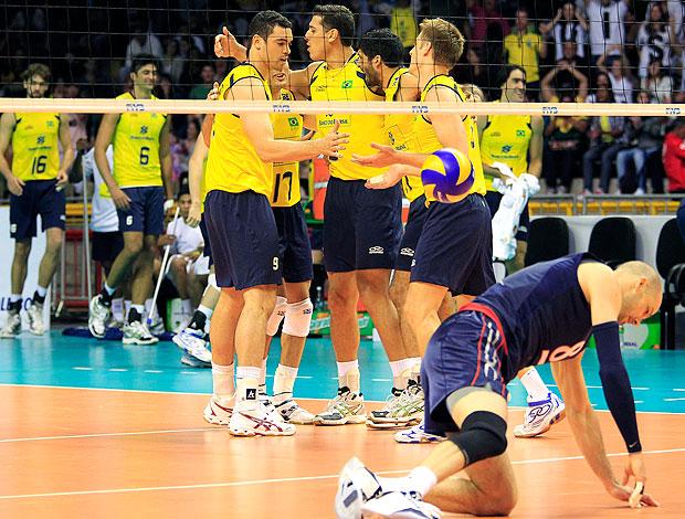 Brasil comemora vitória sobre os EUA na Liga Mundial (Foto: Victor Schwaner/VIPCOMM)