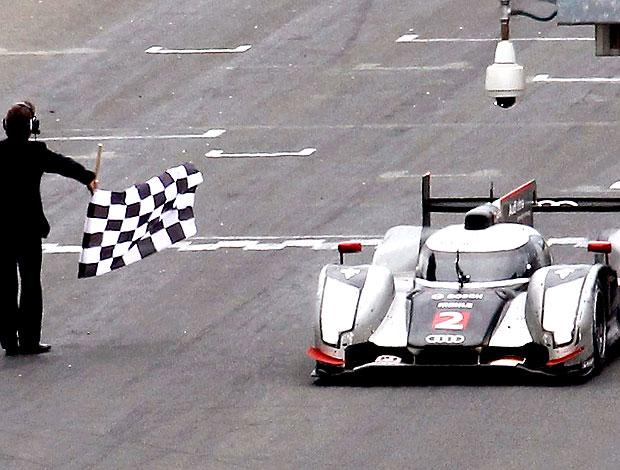 Andre Lotterer ganha a bandeiras das 24 horas de Le Mans (Foto: Reuters)