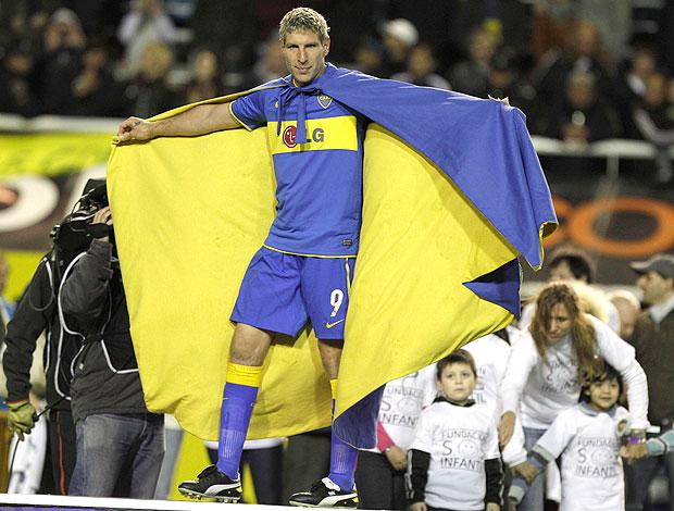 Palermo ganha capa em jogo de despedida (Foto: AP)
