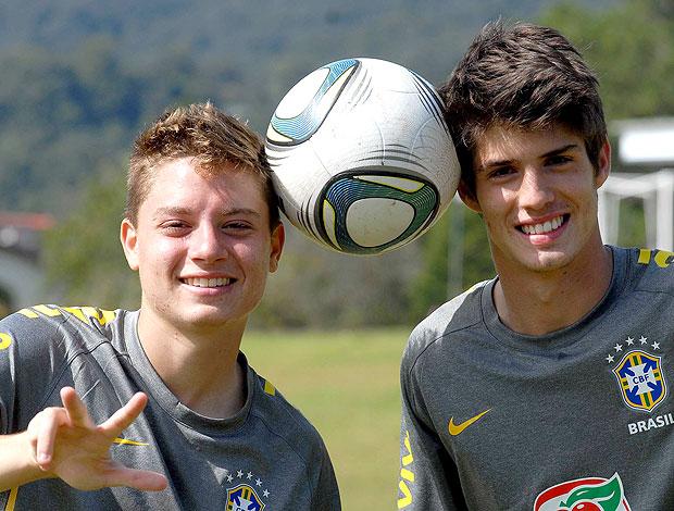 Adryan e Piazon no treino da Seleção sub-17 (Foto: Alexandre Durão / GLOBOESPORTE.COM)