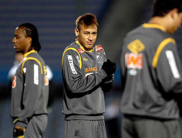 Neymar no treino do Santos no Uruguai (Foto: Reuters)