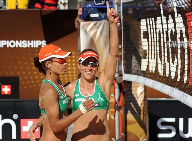 Juliana e Larissa vencem a semifinal de Roma (Foto: Divulgação/CBV)
