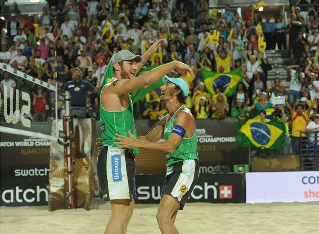Alison e Emanuel conquistam o Mundial de Vôlei de Praia (Foto: Divulgação)