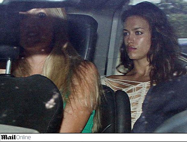 reprodução Daily mail - irina shayk ao lado da irmã catia  (Foto: reprodução Daily Mail)