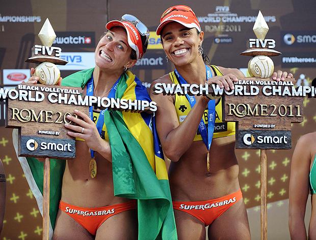 Juliana e Larissa  título no mundial de Roma (Foto: divulgação / FIVB)
