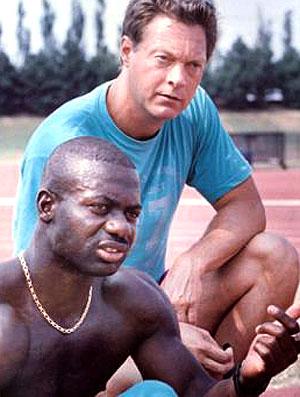 Ben Johnson com o técnico Charles Francis  (Foto: Reprodução / TV Globo)