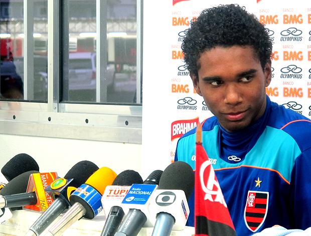 Luis Antonio do Flamengo em sua primeira entrevista coletiva  (Foto: Janir Junior / Globoesporte.com)