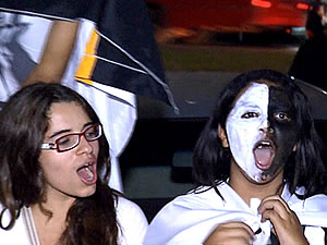 Santistas comemoram o tútulo em Cuiabá (Foto: Reprodução/TVCA)