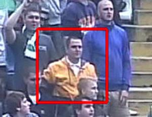 imagens do torcedor que atirou banana em Roberto Carlos (Foto: Reprodução)