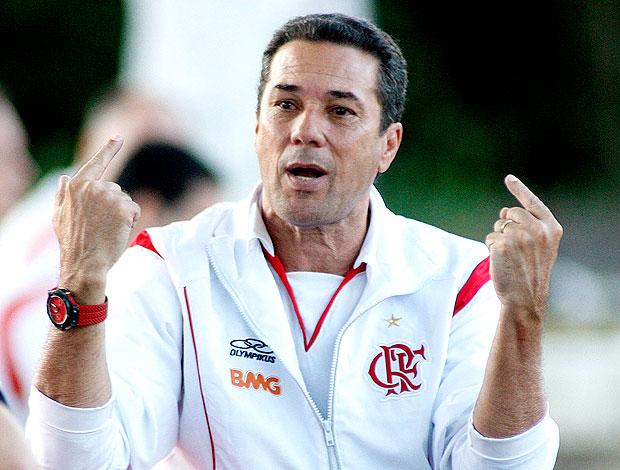 Vanderlei Luxemburgo no treino do Flamengo (Foto: Maurício Val / VIPCOMM)