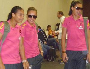 embarque seleção feminina de futebol (Foto: Divulgação / CBF)