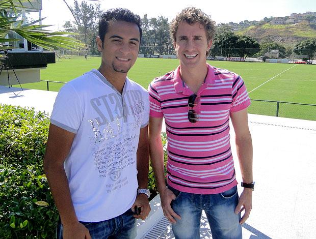 Tchô e Rafael Miranda visitam a Cidade do Galo (Foto: Marco Antônio Astoni / Globoesporte.com)
