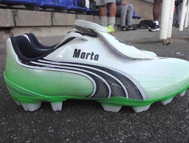 chuteira Marta seleção feminina de futebol (Foto: Clícia Oliveira / Globoesporte.com)