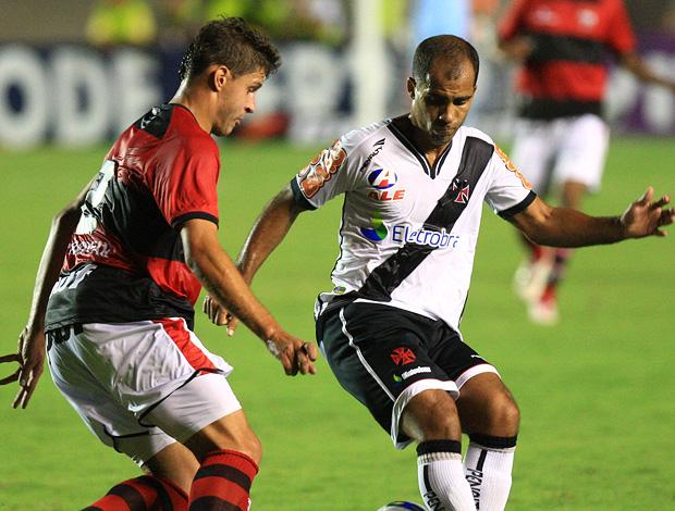 adriano atlético-go felipe vasco (Foto: André Costa / Agência Estado)