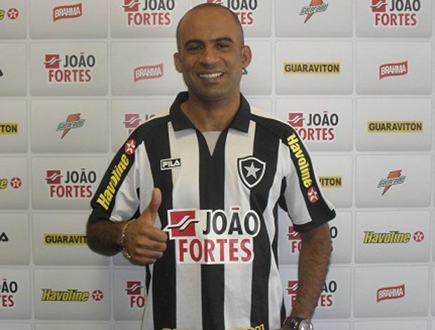 Botafogo anuncia contratação do atacante Alexandre Oliveira Alexandreoliveira-siteoficial470