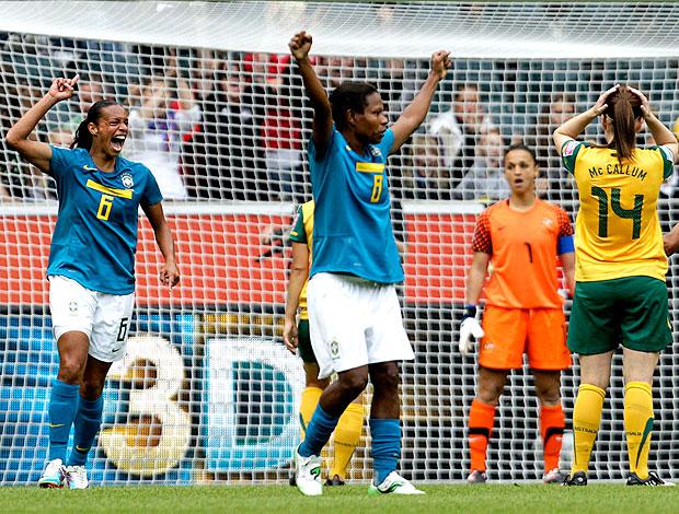 Rosana comemora gol do Brasil contra a Austrália no Mundial (Foto: Reuters)