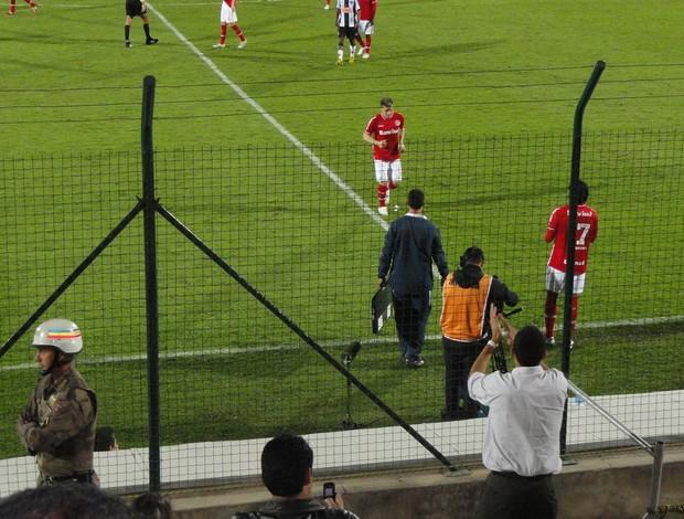 Torcedor do Galo aplaudindo D'Alessandro (Foto: Alexandre Alliatti / Globoesporte.com)
