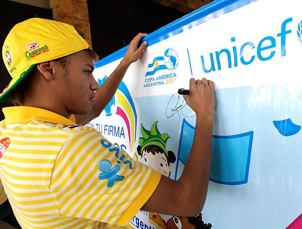 Neymar participa de campanha da UNICEF (Foto: Mowa Press)