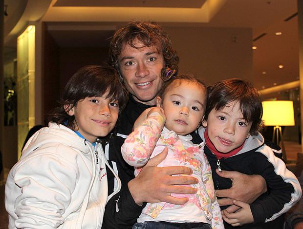 Lugano com os filhos (Foto: João Garschagen / Globoesporte.com)