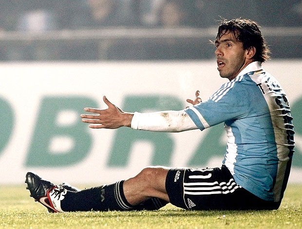 Tevez no jogo da Argentina contra a Colômbia (Foto: Reuters)