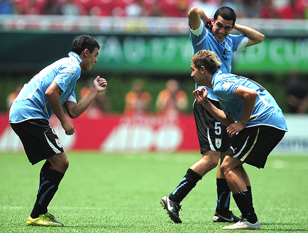 Elbio Alvarez comemora gol do Uruguai sub 17 (Foto: Getty Images)