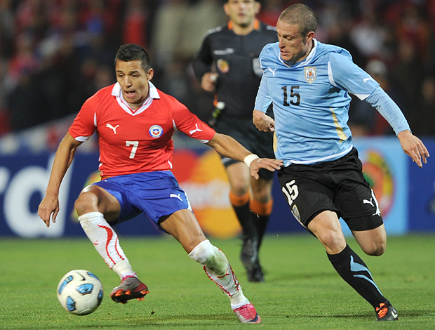 Alexis Sanchez Uruguai Diego Perez Chile Copa América (Foto: AFP)
