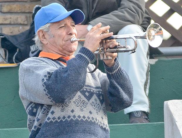 Montevidéu tio corneta trompete (USAR SÓ NESTA COPA DAVIS) (Foto: Marcelo Ruschel / Poa Press)