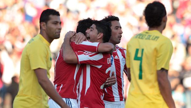 roque santa cruz  brasil x paraguai (Foto: Agência Reuters)