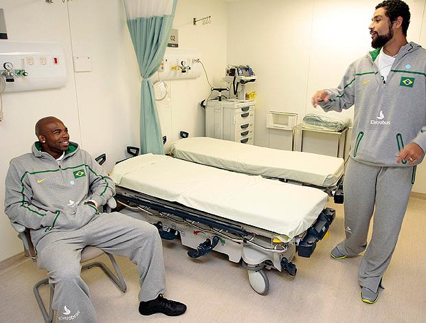 Larry e Diego, seleção de basquete (Foto: Gaspar Nóbrega / Divulgação)