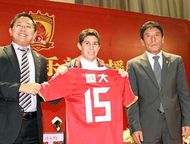 Conca é apresentado no time da China (Foto: Divulgação / Site Oficial)