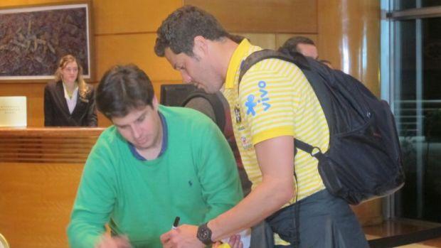 Julio César na chegada da Seleção a Córdoba (Foto: Julyana Travaglia/GLOBOESPORTE.COM)