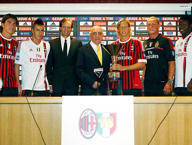Milan apresenta novos contratados como Alberto Paloschi e Stephan El Shaarawy (Foto: AP)