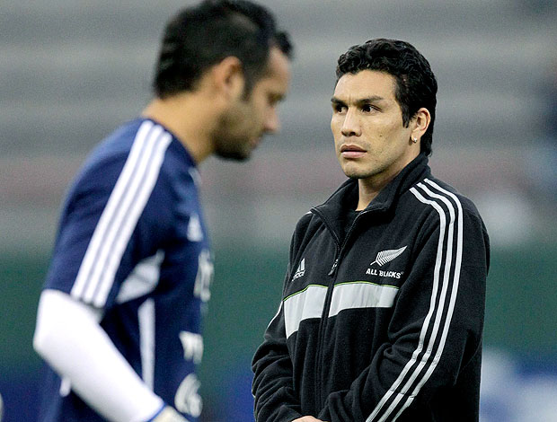 Salvador Cabañas na partida entre Paraguai e Venezuela (Foto: Reuters)