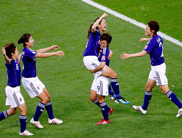 Homare Sawa do Japão comemoram vitória sobre a Suécia (Foto: Reuters)