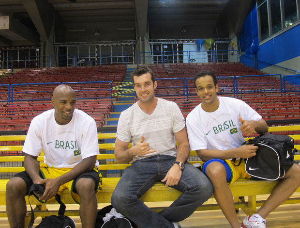 Larry, Murilo e Arthur no treino da seleção brasileira de basquete (Foto: Divulgação )