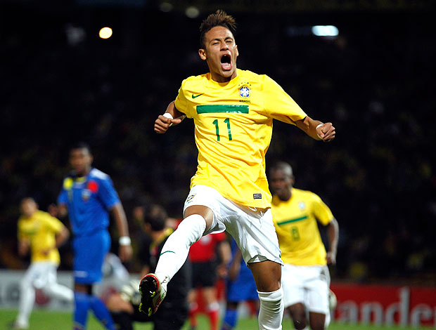 Neymar comemora gol do Brasil contra o Equador (Foto: Reuters)