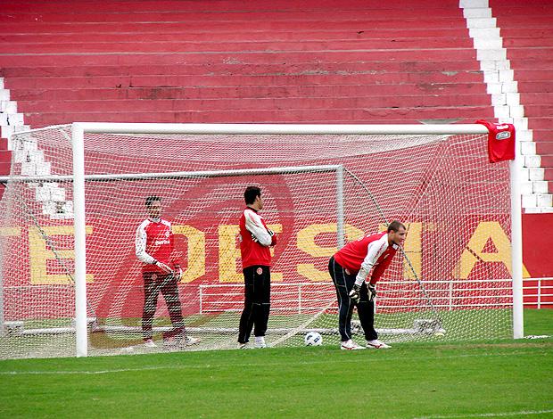 treino goleiro internacional camisa no ângulo (Foto: Alexandre Alliatii / Globoesporte.com)