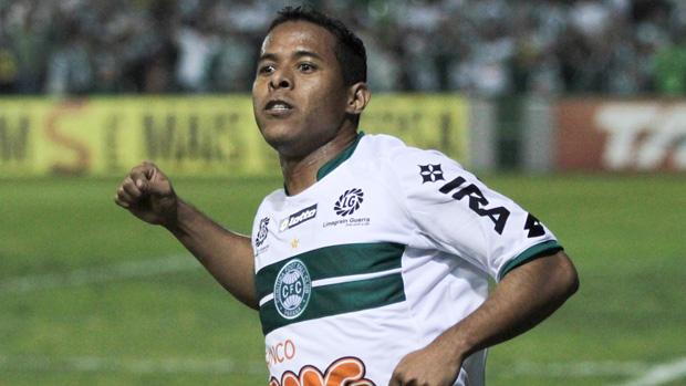 Marco Aurélio gol coritiba (Foto: Ag. Estado)
