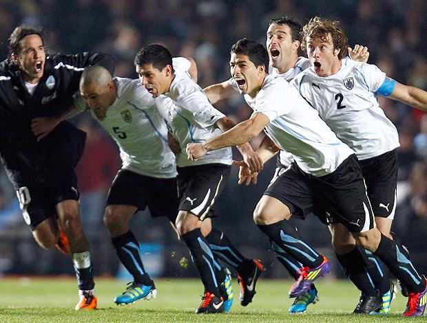 Jogadores Uruguai comemoram (Foto: Reuters)