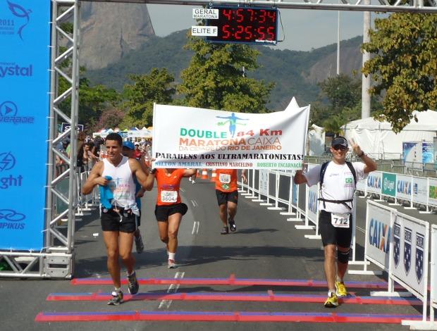 Cristiano Marcelino Roberto Encarnação Maratona Rio dobrada (Foto: Lucas Loos / GLOBOESPORTE.COM)