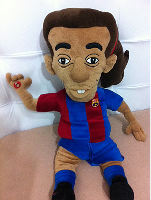 Boneco de Ronaldinho Gaúcho no Barcelona (Foto: Reprodução )