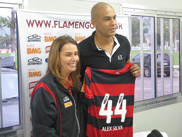 Alex Silva apresentação Flamengo (Foto: Janir Junior / Globoesporte.com)